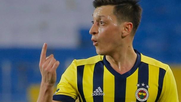 Enttäuschung für Özil im großen Duell in Istanbul