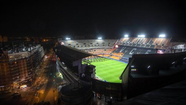 Uefa stoppt vorerst den Spielbetrieb