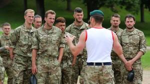 Kuriose Vorbereitung der englischen Fußballer