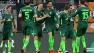 Abermals ein wichtiger Sieg im Kampf um den Klassenverbleib: Bremen (Bild) gewinnt beim FC Augsburg.