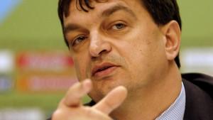 Wird Champagne zum Blatter-Herausforderer?
