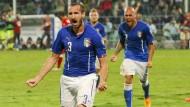 Italien und Niederlande zittern sich zu Siegen
