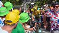 Aus dem Weg: Christopher Froome, der Mann in Gelb, muss sich freie Fahrt verschaffen