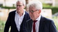Wegbereiter für Reformen: Auf DFL-Präsident Reinhard Rauball (rechts) könnte ein Aufsichtsrat mit dem Vorsitzenden Peter Peters folgen.