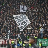 Im Visier der Polizei: Eintracht-Fans beim Spiel gegen Donezk.