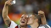 Bessere Zeiten: Lukas Podolski (links) mit Bastian Schweinsteiger nach dem WM-Titelgewinn