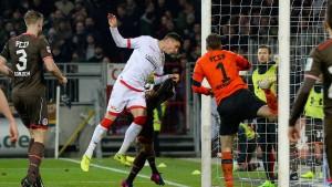 Union rückt Spitzenreiter VfB auf die Pelle
