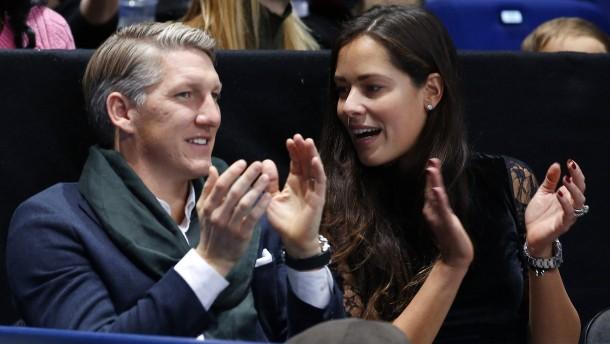 """""""Bezahlen lassen und Ana zum Tennis begleiten"""""""