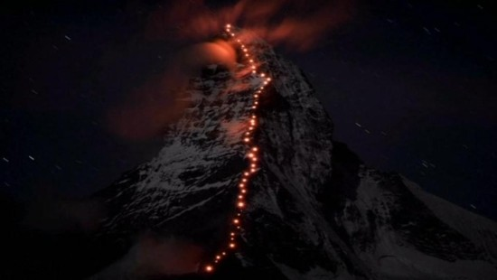 Lichterkette am Matterhorn