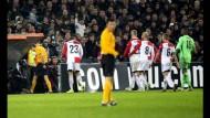 Fans sorgen für Spielunterbrechung in Rotterdam