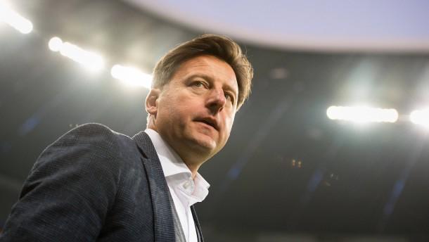 Ein Fußballtrainer pendelt nach Polen