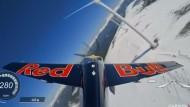Flugzeug-Slalom durch Windräder