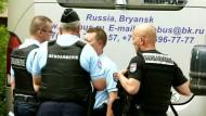 Französische Polizei stoppt Bus mit russischen Fußballfans
