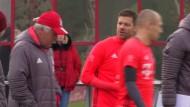 Bayern-Fans zeigen sich unbekümmert vom Leipziger Erfolg