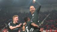 David Silva (rechts) von Manchester City jubelt nach seinem Tor.