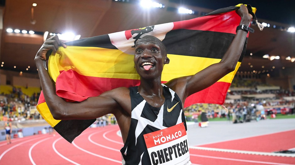 Weltrekord! Joshua Cheptegei feiert seinen Triumph.
