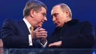 Ahnungslos: 2014 wurde IOC-Präsident Bach, hier mit Putin, von russischen Staats-Dopern an der Nase herumgeführt.
