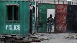 Taliban greifen Flughafen von Kandahar an