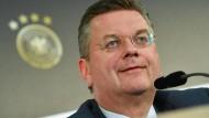 DFB-Präsident Reinhard Grindel will russische Spieler nicht vorverurteilen.