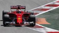 Sebastian Vettel fährt in Sotschi von der Pole Position