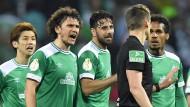 Die Bremer haben in Schiedsrichter Daniel Siebert ihren Buhmann des Abends gefunden.