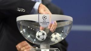 Gegen wen spielen Bayern und Dortmund?