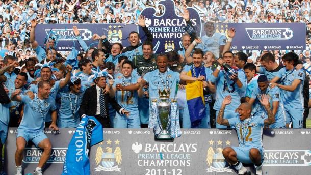 Gurppenbild mit großem Wert: Die Millionentruppe von Manchester City wird Meister - in der Nachspiel