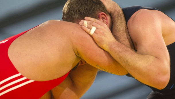 Mann gegen Mann, ohne Hilfsmittel und Ausrüstung - die Ringer wissen, wie man kämpft