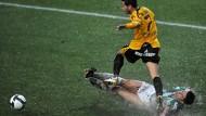 Doppelt hält besser: Der mediterrane griechische Fußball zwischen Panthrakikos und Aris wurde wetterbedingt zweigeteilt