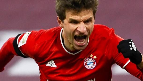 Müller rettet FC Bayern bei Topspiel-Spektakel