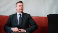 Präsidentschaftskandidat Grindel wehrt sich gegen Kritik