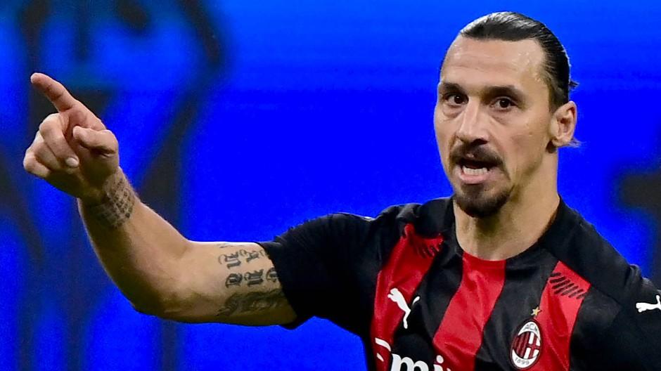 Fingerzeig im Derby: Zlatan Ibrahimovic trifft doppelt gegen Inter Mailand.