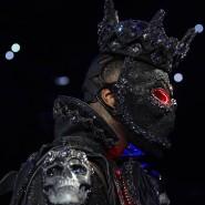 Das Kostüm beim Einmarsch machte Deontay Wilder zu schaffen.