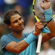 Die linke Hand ist schon bandagiert: Nadal muss wegen einer Verletzung aufgeben.