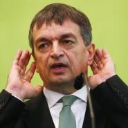 Herausforderer Jerome Champagne will ein öffentliches Rededuell mit Joseph Blatter