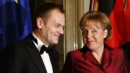 Gute Miene zum ungewissen Spiel: Polens Ministerpräsident Donald Tusk und Bundeskanzlerin Merkel haben über Erika Steinbach gesprochen