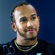 Formel-1-Weltmeister Hamilton darf sich ab sofort Sir Lewis nennen.