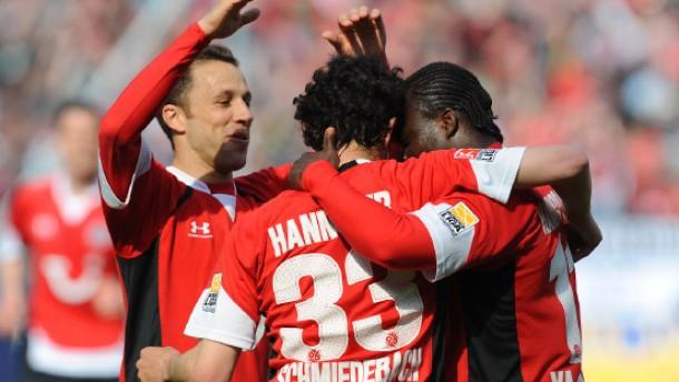 Schalke verliert - Bayern remis - Hertha vor Abstieg