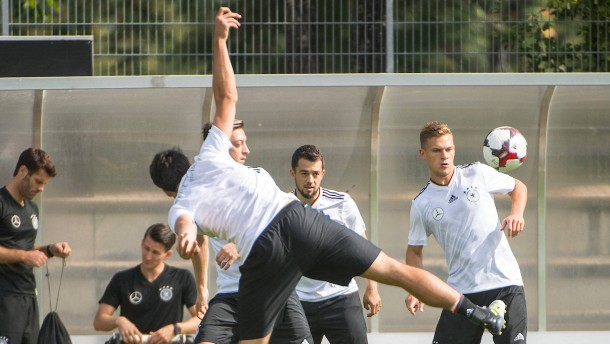 Löw heizt Konkurrenzkampf im DFB-Team an