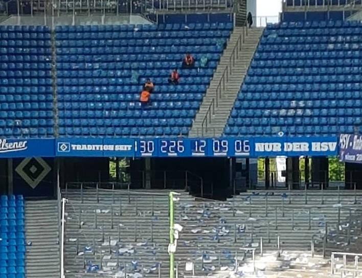 Die Stadionuhr hat eine neue Bestimmung: Sie zählt jetzt die Stunden, Tage und Jahre seit Gründung des HSV