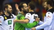 Silvio Heinevetter und die deutschen Handballer gehen mit einem Sieg über Serbien Richtung Hauptrunde.