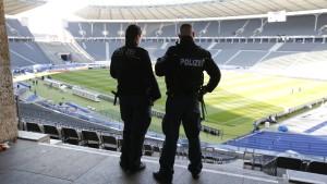 1500 Polizisten sichern Länderspiel