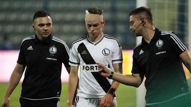 Spiel in Tirana nach Steinwurf abgebrochen