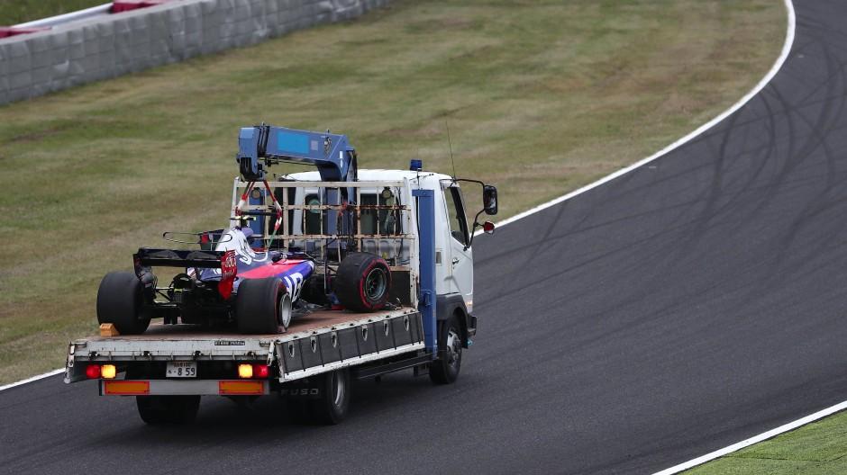 Abschleppdienst, bitte: Carlos Sainz junior fuhr seinen Wagen kaputt.