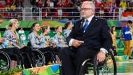 Hohe Ehrung: Sir Philip Craven erhält das Bundesverdienstkreuz