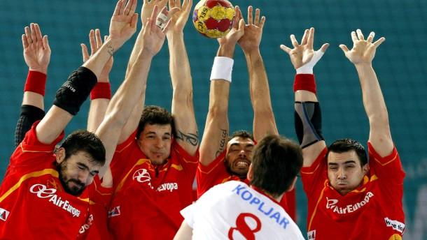 Spanien stemmt sich gegen die Niederlage und verliert doch