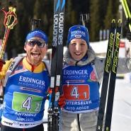 Freude über eine Medaille: Erik Lesser (links) und Franziska Preuß in Antholz