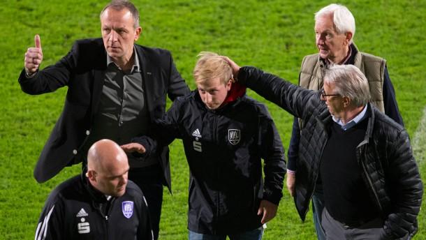 Merkens entschuldigt sich nach Eklat im Derby