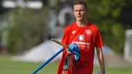 Alle Hände voll zu tun: Niko Bungert besitzt bei den Mainzern eine tragende Rolle.