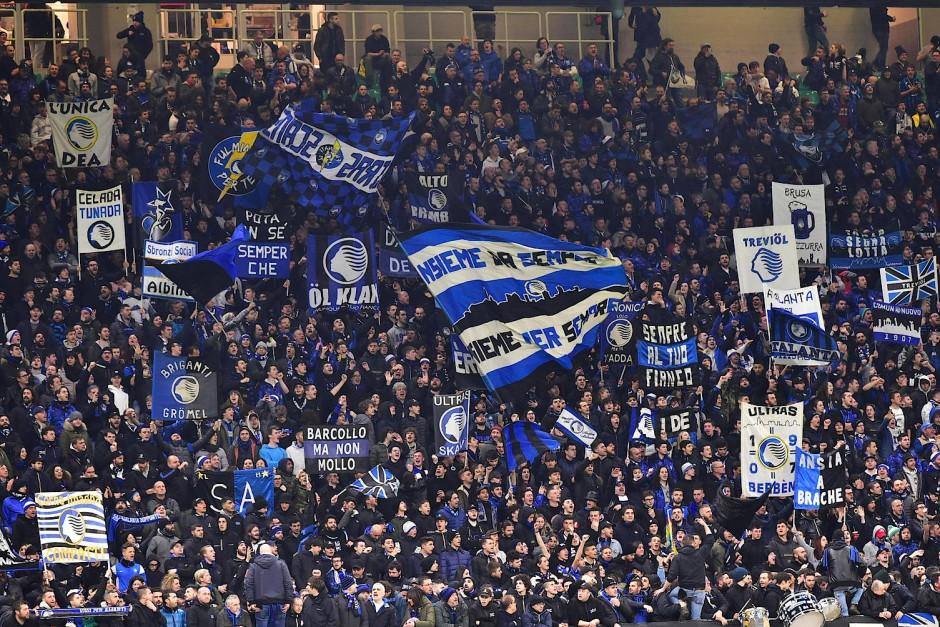 Volle Tribünen: Fans von Atalanta Bergamo in Mailand im Februar